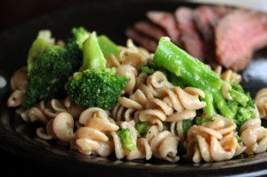 20130424_broccoli_pasta_salad5-596x396[1]