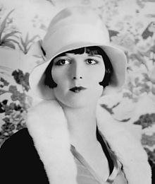 220px-Louise_Brooks_detail_ggbain.32453u[1]